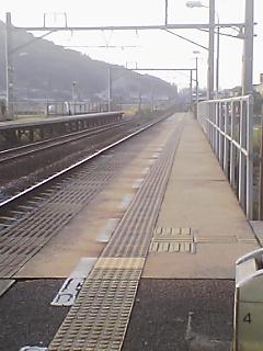 八十場駅から見た夕方の続く線路15:48.jpg